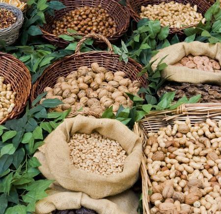 Frutta secca disponibili sia sciolta che confezionata per tutto il periodo dell' anno